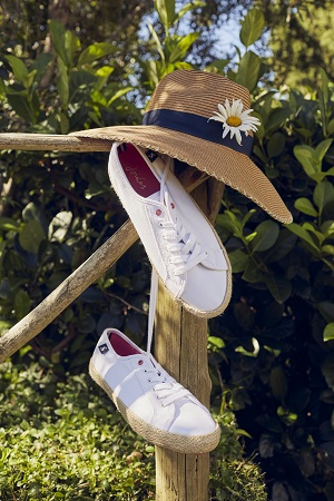 White plimsoles and a sun hat.