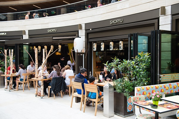 People dining outside Shoryu at Broadgate