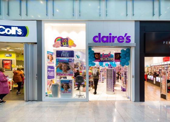 Store front of Claire's
