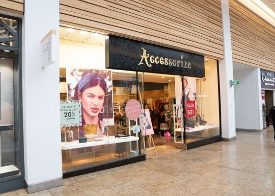 Accessorize Store Front