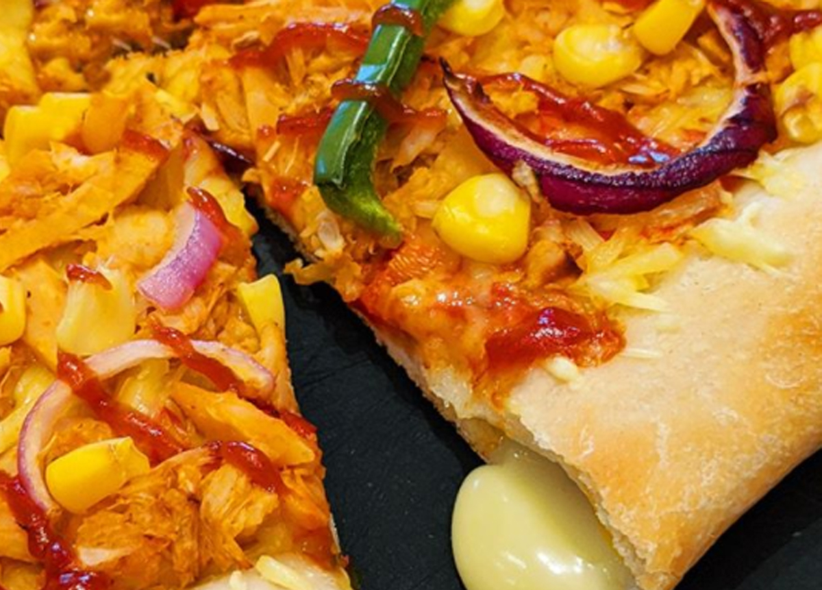 close up of vegetable and chicken pizza